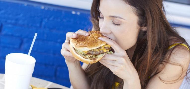 alimentos a evitar na gravidez hamburguer fast food