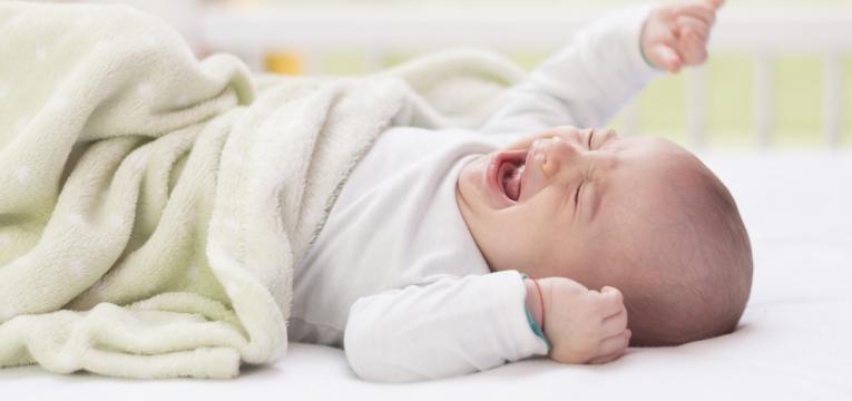 atender al bebé cuando llora