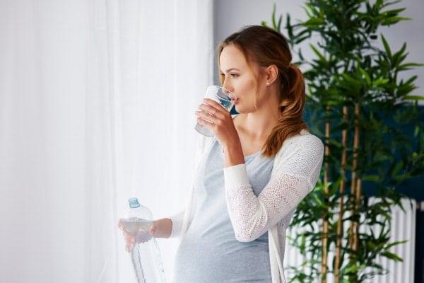 Qué beber durante el embarazo: todas las bebidas permitidas y prohibidas